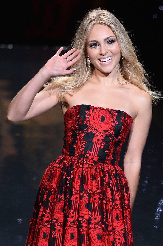 AnnaSophia Robb: 2014 Red Dress Fashion Show -14