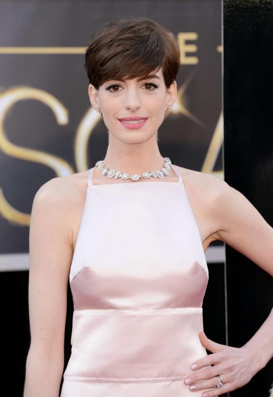Anne Hathaway – Oscars 2013 -02