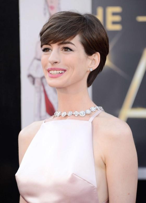 Anne Hathaway – Oscars 2013 -03