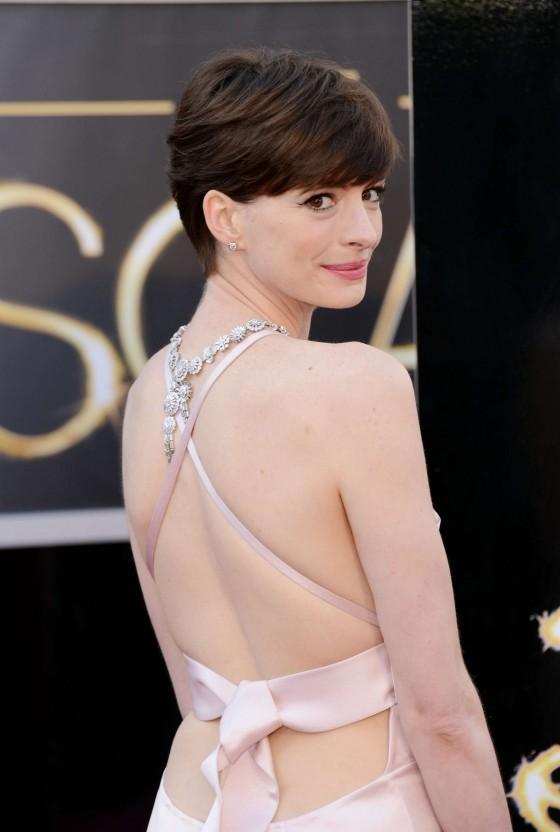 Anne Hathaway – Oscars 2013 -05