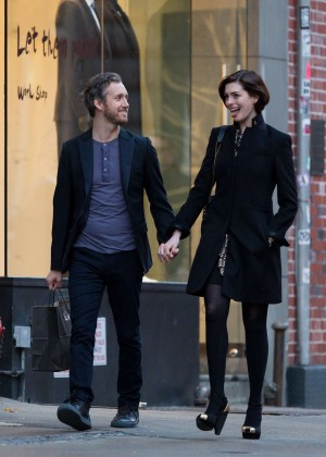 Anne Hathaway Leaves her hotel in New York