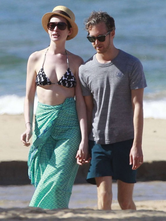 Anne Hathaway Bikini in Hawaii -16