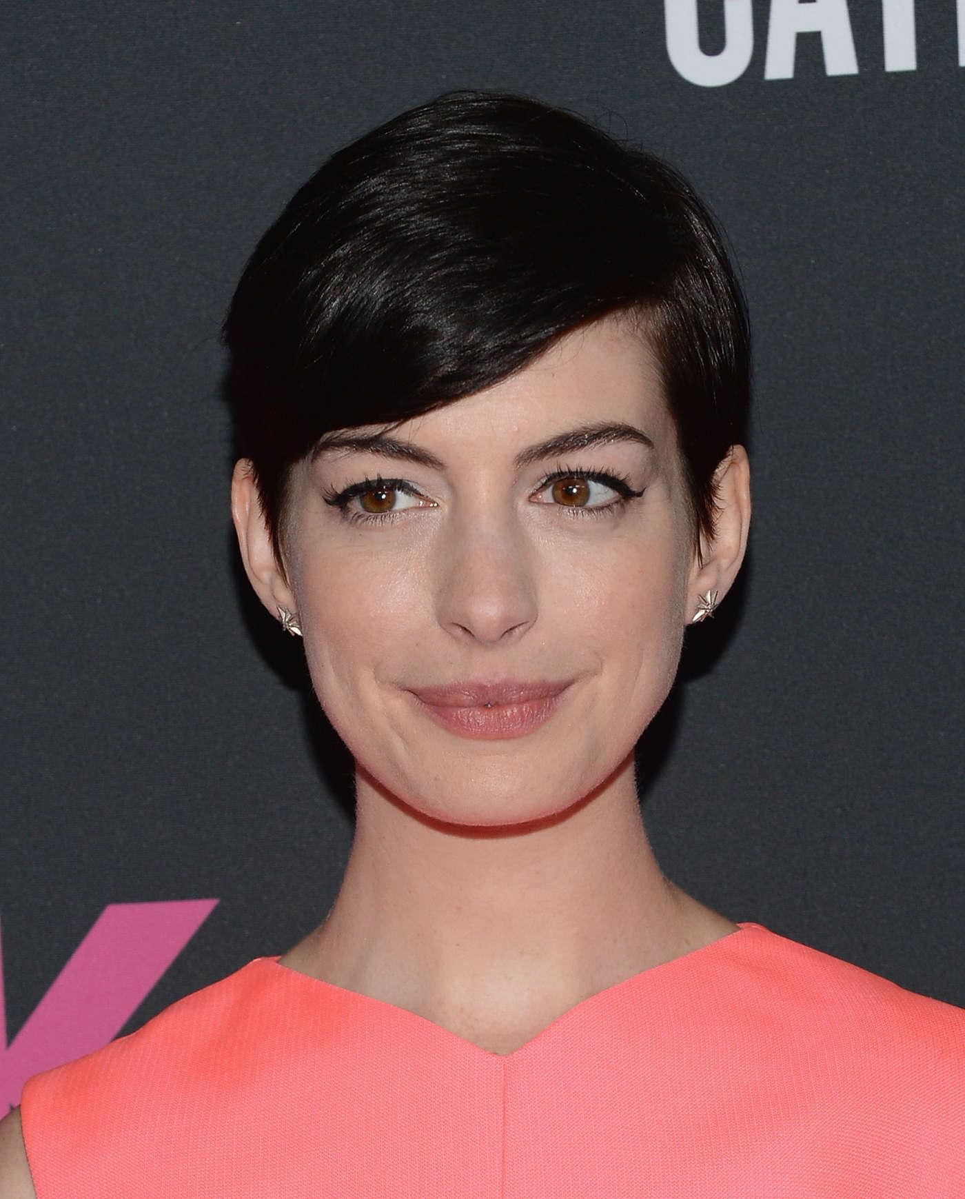 Anne Hathaway Graham Norton: Anne Hathaway The Pink Party In Santa Monica -01