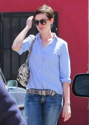 Anne Hathaway in Tight Jeans -04