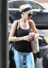 Anne Hathaway in Yoga Pants -04