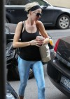 Anne Hathaway in Yoga Pants -11