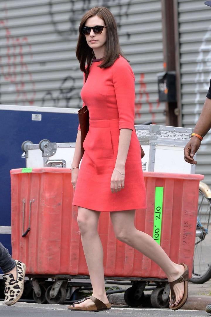 Anne Hathaway on set -02