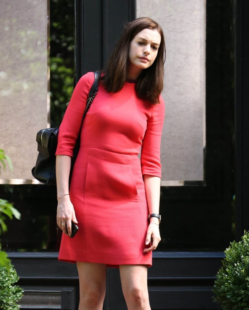 Anne Hathaway In Red Mini Dress On The Intern Set -05