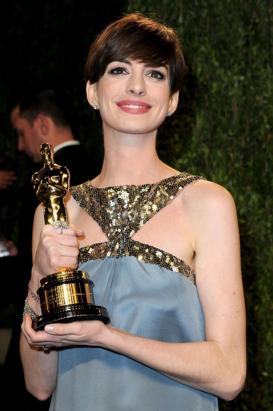 Anne Hathaway – Oscar 2013 – Vanity Fair Party -01
