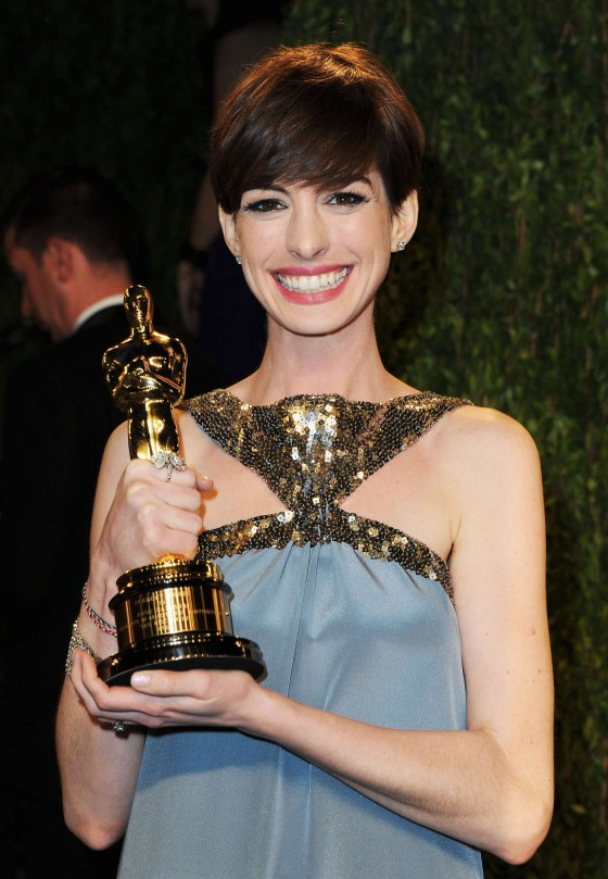 Anne Hathaway – Oscar 2013 – Vanity Fair Party -02