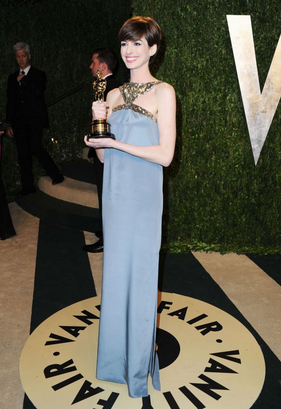 Anne Hathaway – Oscar 2013 – Vanity Fair Party -03