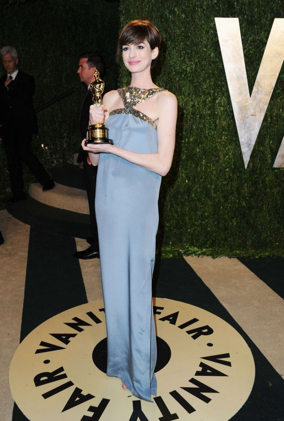 Anne Hathaway – Oscar 2013 – Vanity Fair Party -09