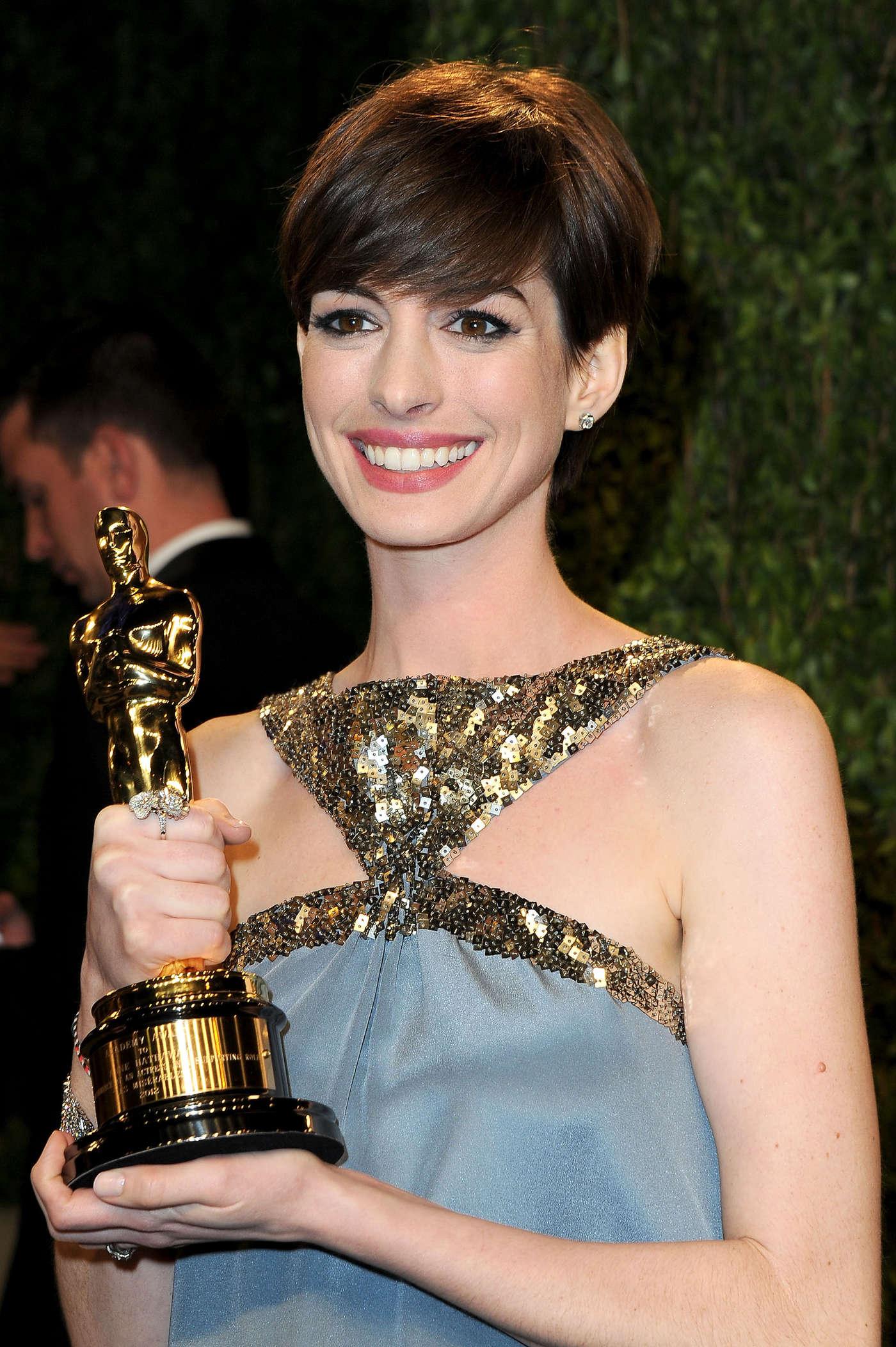 Anne Hathaway - Oscar 2013 - Vanity Fair Party -02 | GotCeleb