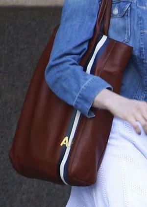 Anne Hathaway  street style-01