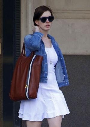 Anne Hathaway  street style-02