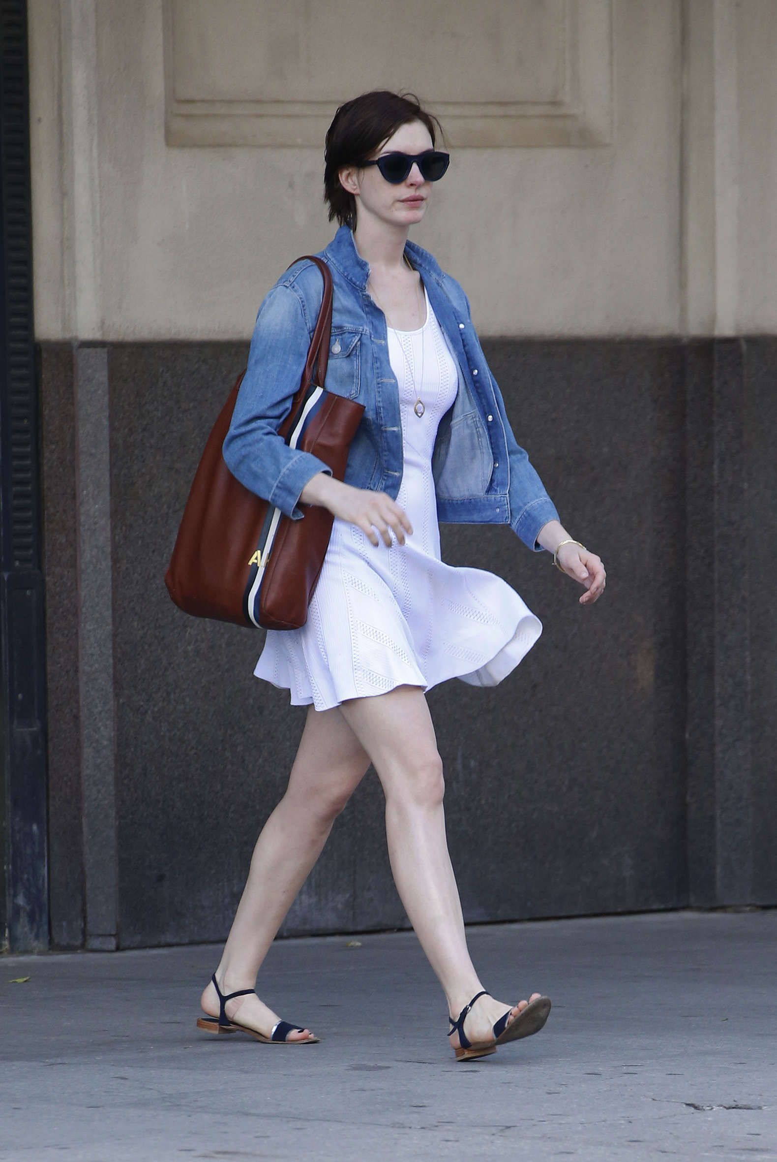 Back to post Anne Hathaway – out and about in NYC