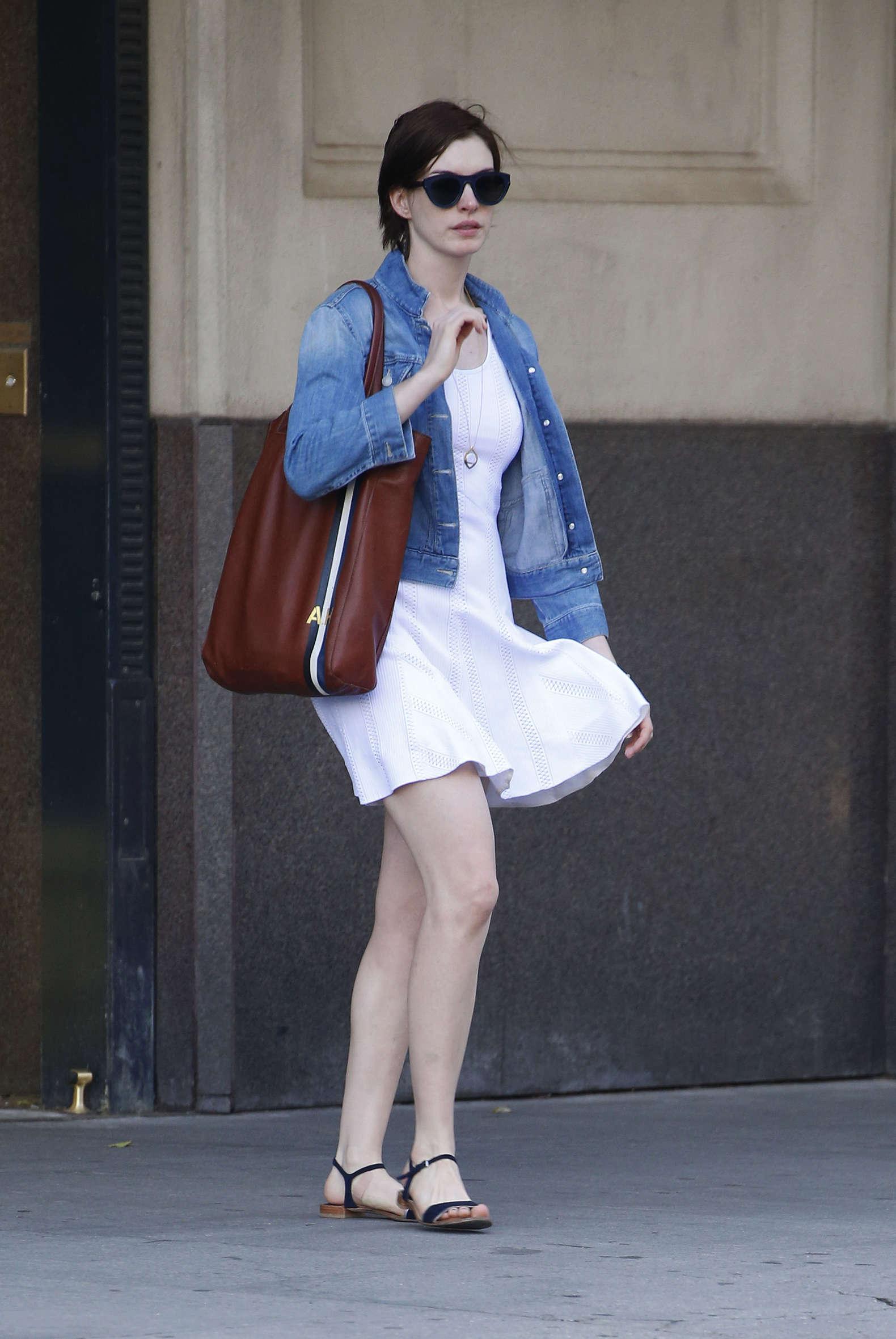 Anne Hathaway 2014 : Anne Hathaway  street style-05