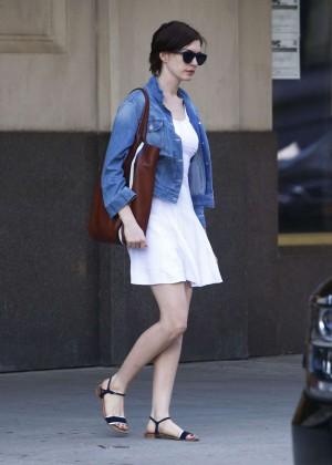 Anne Hathaway  street style-06