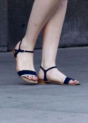 Anne Hathaway  street style-07