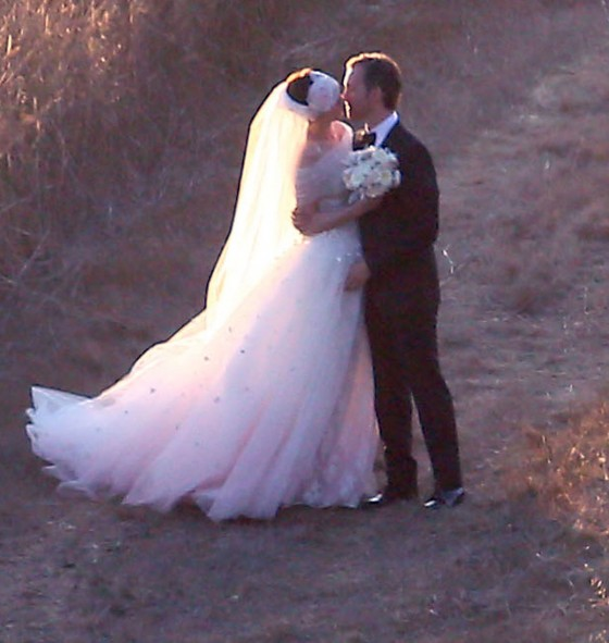 ANNE HATHAWAY and Adam Shulman Get Married at a Private Residence in Big Sur, California