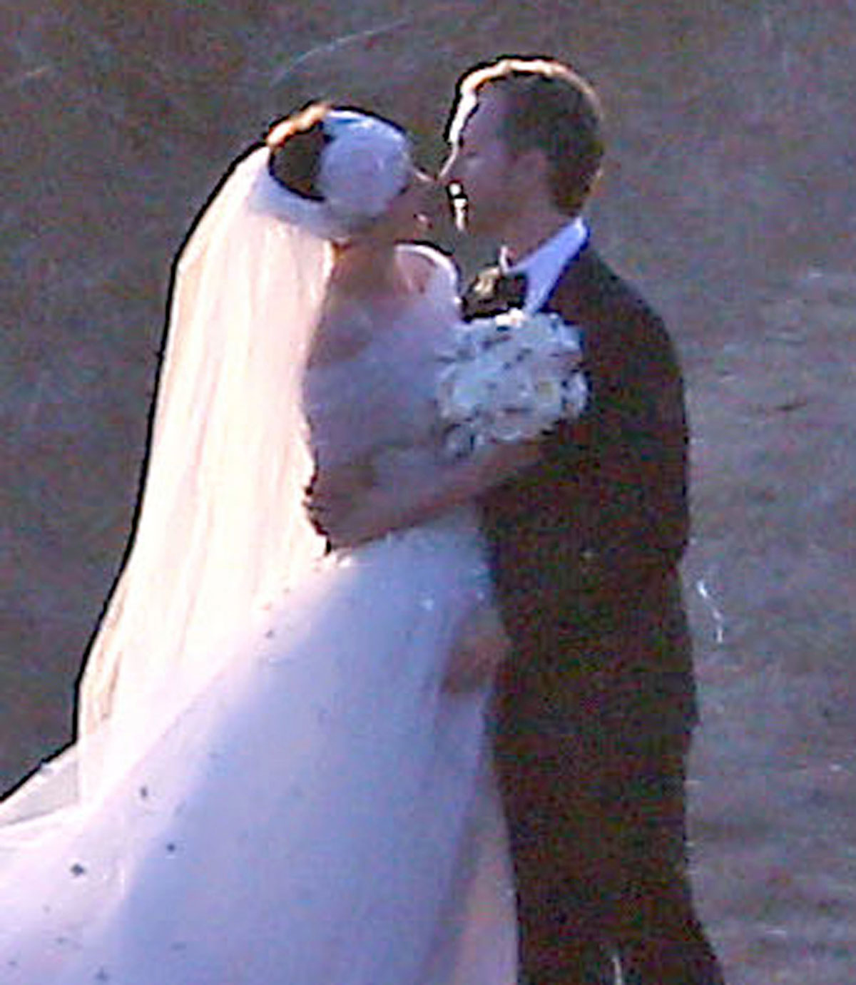Anne Hathaway And Husband Wedding: Wedding Photos-08