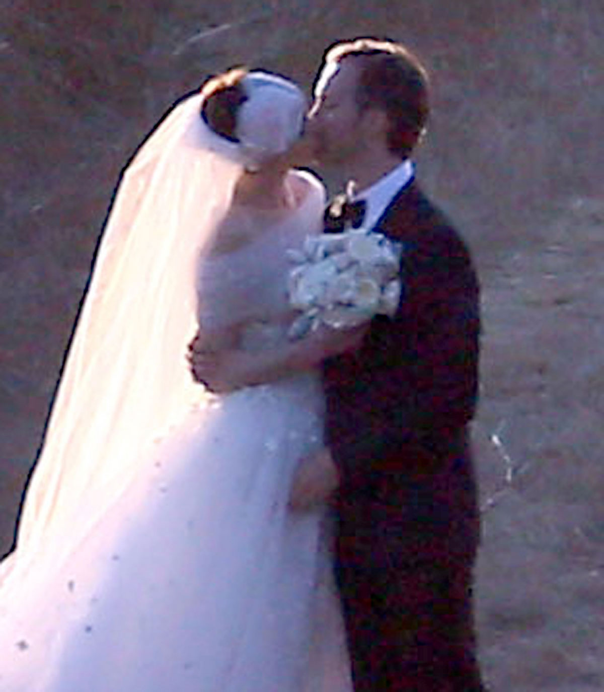 Anne Hathaway Engaged Celebrity Save The Dateanne: Wedding Photos-19