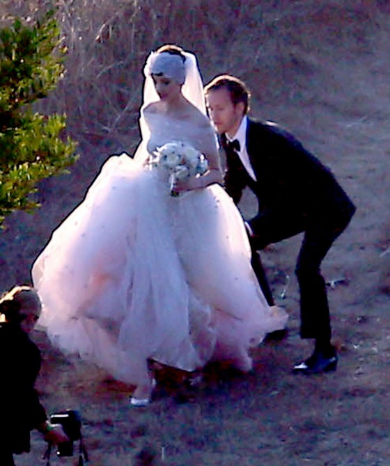 Anne Hathaway Hijo: Wedding Photos-28