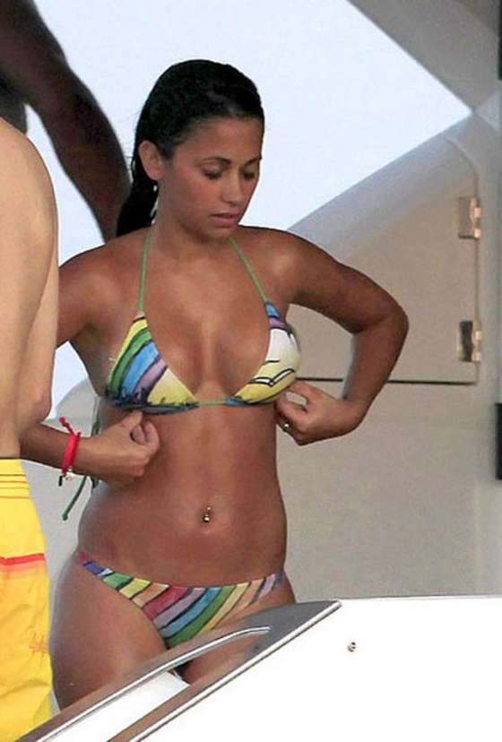 Antonella Roccuzzo in thong bikini – Lionel Messi girlfriend-23