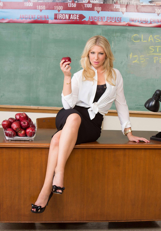 Тот момент, когда в класс заходит молодая сексуальная училка :D
