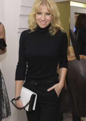 Ari Graynor: 2014 Irene Neuwirth Flagship Grand Opening in West Hollywood