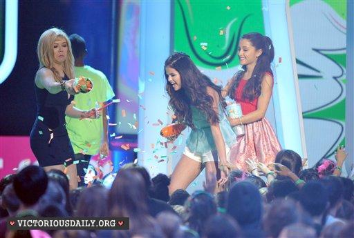 Ariana Grande – 2013 Kids Choice Awards -28