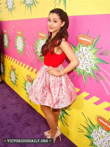Ariana Grande - 2013 Kids Choice Awards -35 - GotCeleb