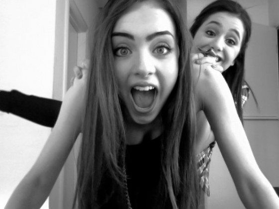 Ariana Grande And Elizabeth Gillies-02