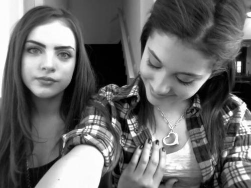 Ariana Grande And Elizabeth Gillies-08