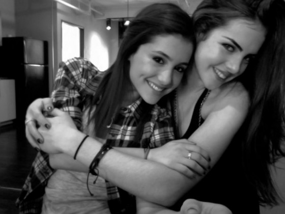 Ariana Grande And Elizabeth Gillies-09