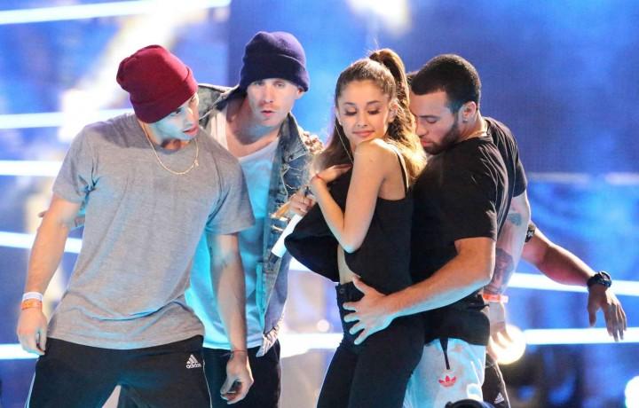 Ariana Grande concert photos -17