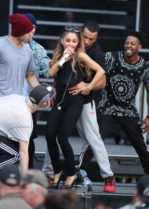 Ariana Grande concert photos -18