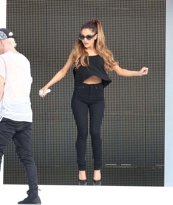 Ariana Grande concert photos -30