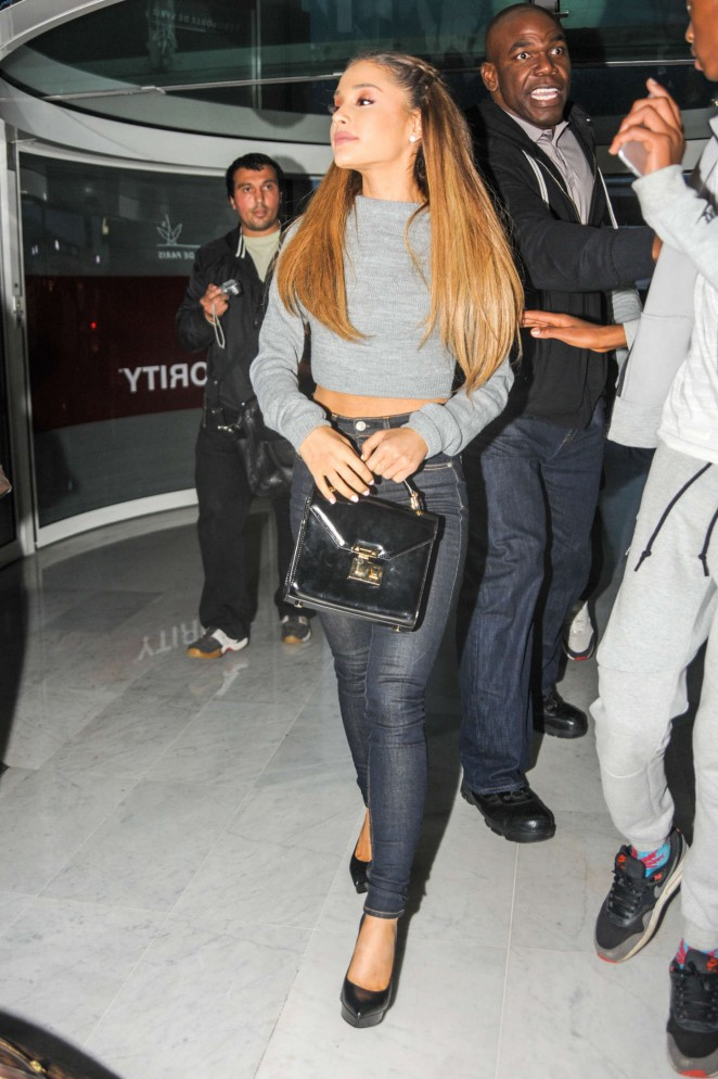 Ariana Grande in Tight Jeans at Paris Airport -03