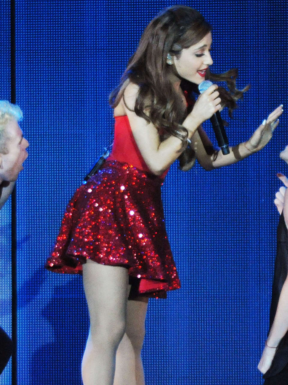 Ariana Grande - Concert with Justin Bieber in Atlanta-04 ...