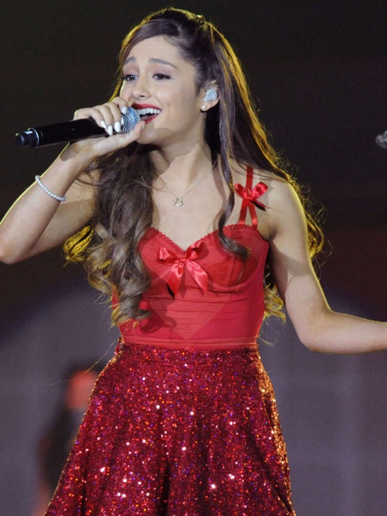 Ariana Grande – Concert with Justin Bieber in Atlanta-05