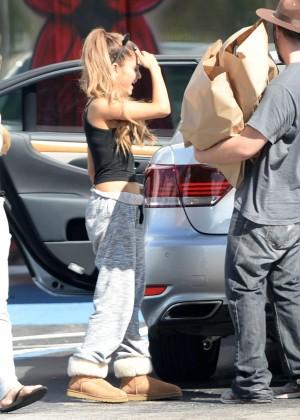 Boca Raton Shopping >> Ariana Grande in Sweats and Tank Top -47 – GotCeleb