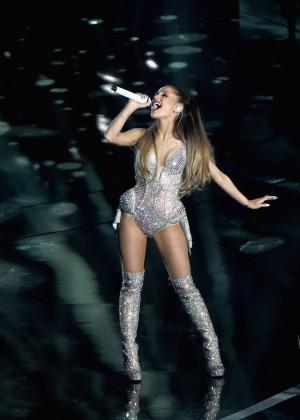 Ariana Grande: Performs at 2014 MTV Video Music Awards -09