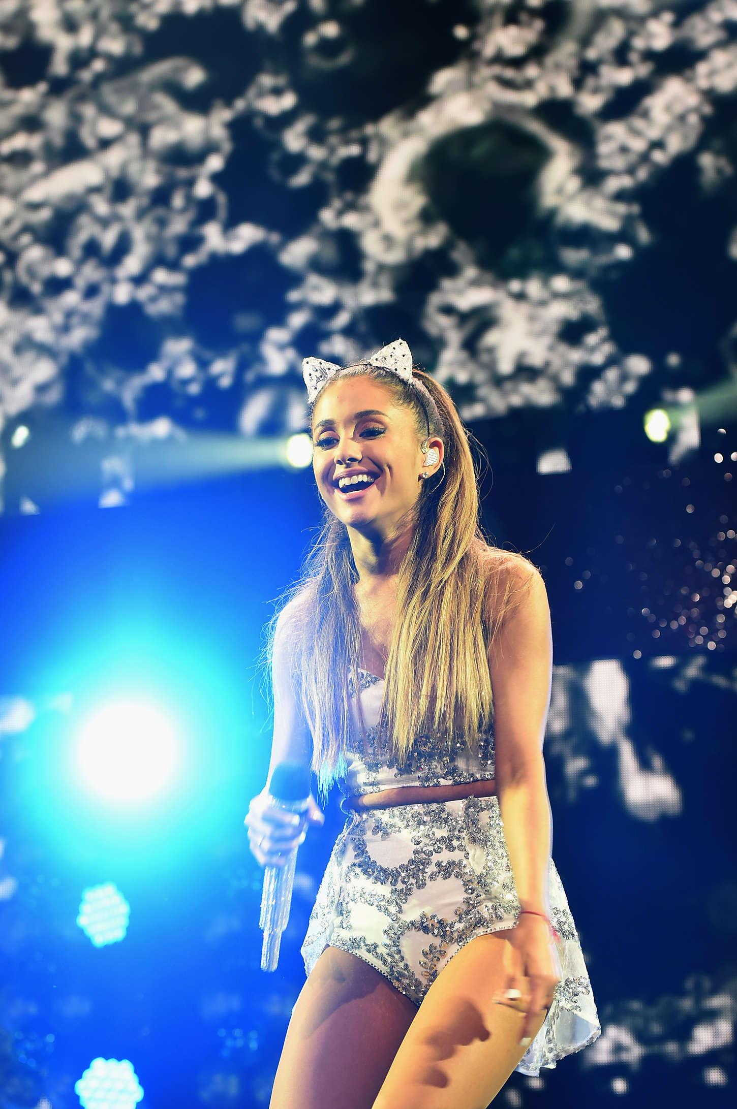 Ariana Grande: Performs at 101 3 KDWBs Jingle Ball 2014