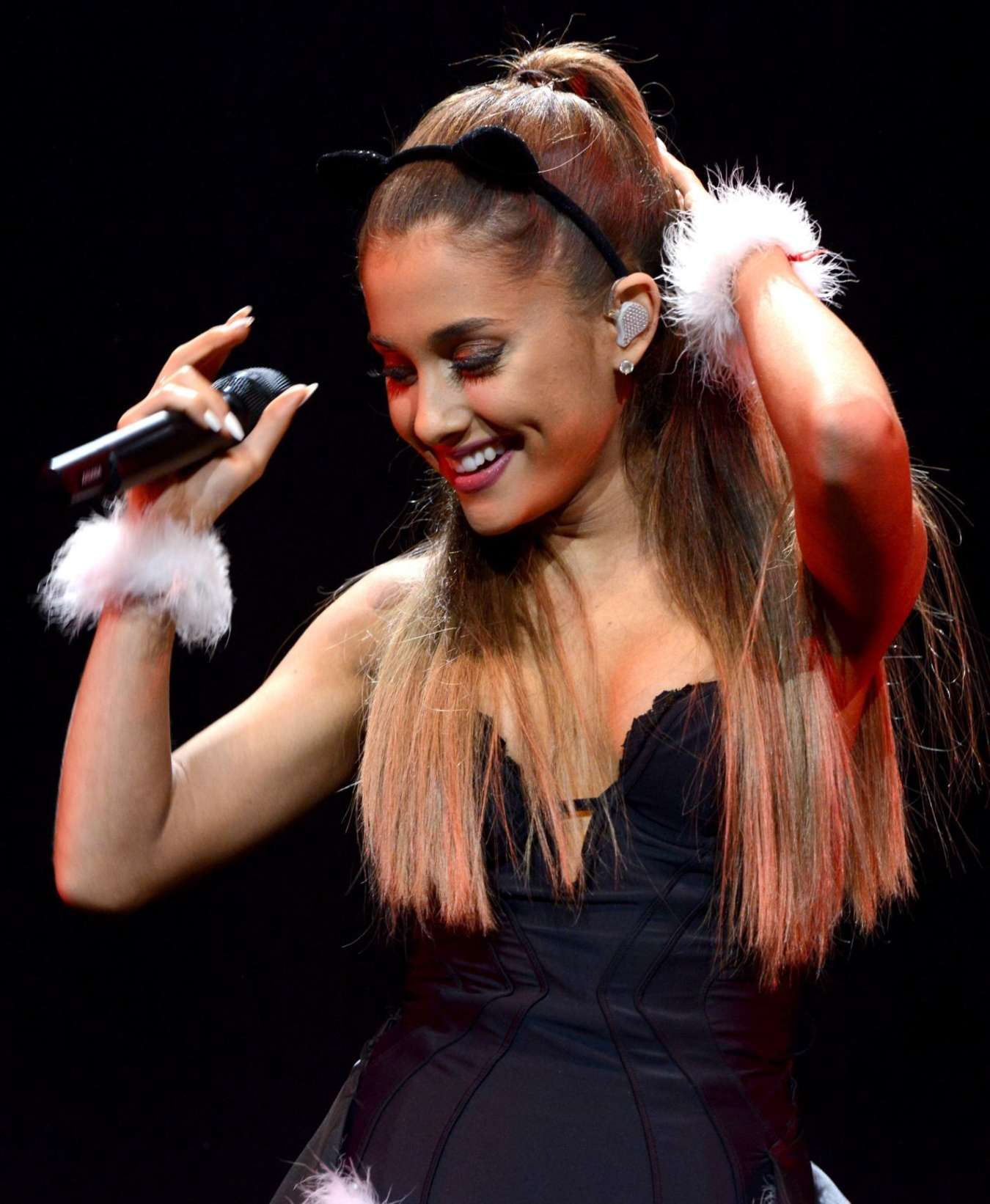 Ariana Grande Performs at HOT 99.5s Jingle Ball 2014 in