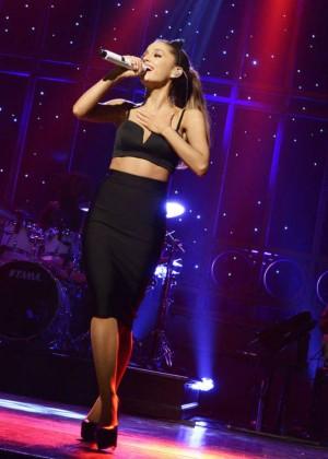 """Ariana Grande - """"Saturday Night Live"""" 40th Season Premiere"""