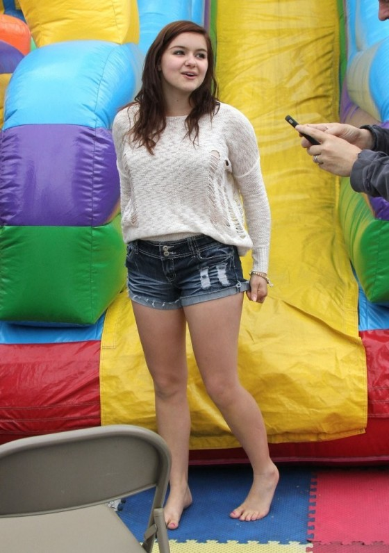 Ariel winter red shorts farmers market explorers