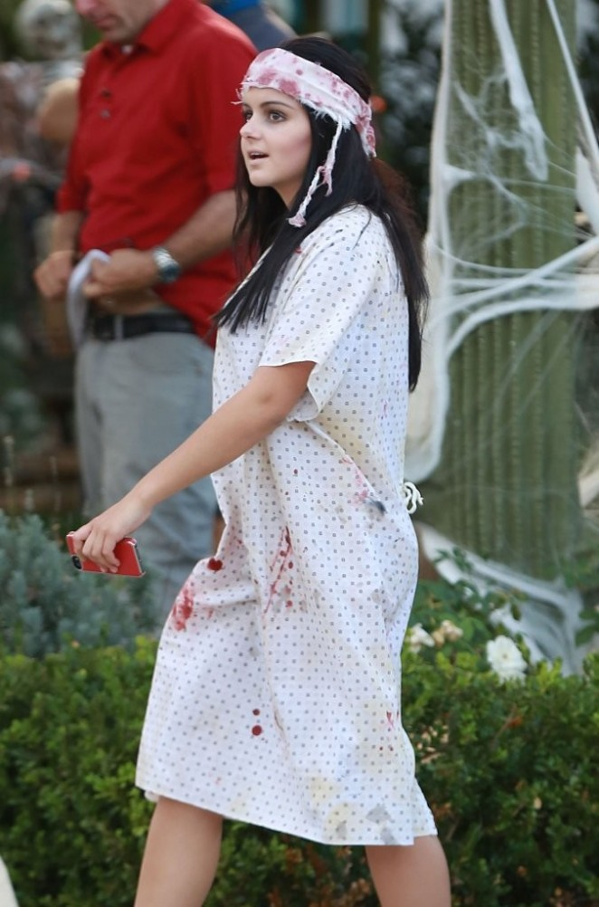 Ariel Winter on Modern Family Halloween Episode -03