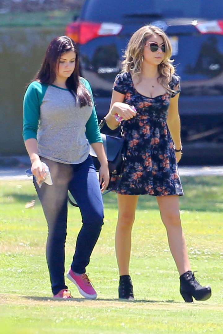 Ariel Winter & Sarah Hyland Filming 'Modern Family' Set in Pasadena