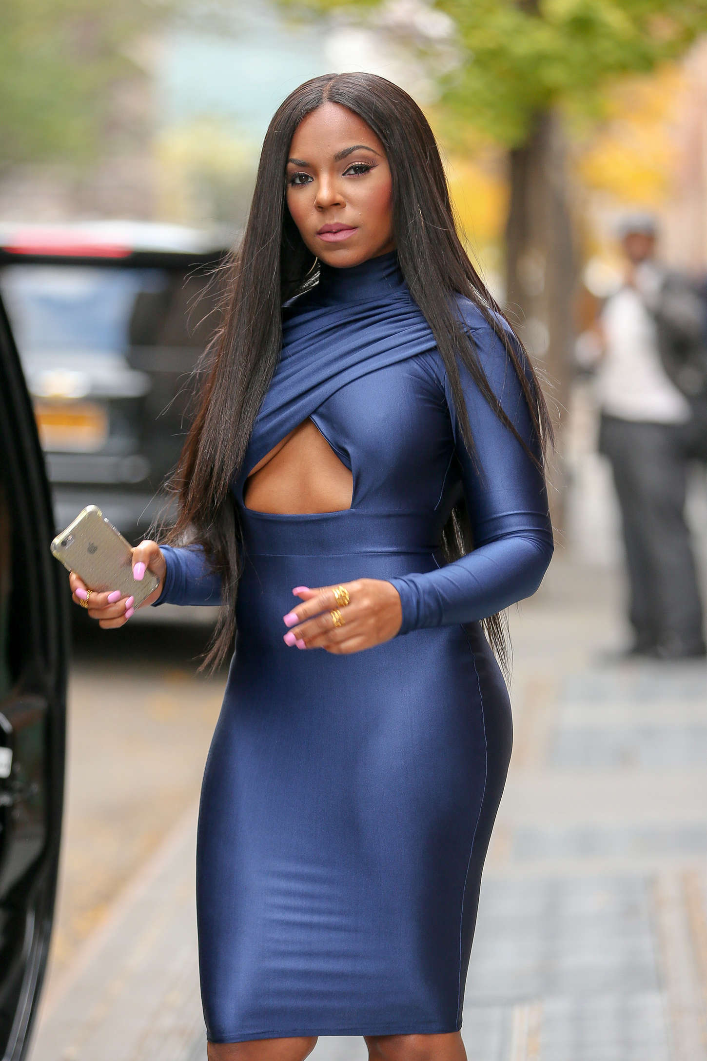 Ashanti In Tight Dress Quot The View Quot In New York City
